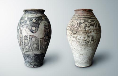 Vases à décor d'équidés