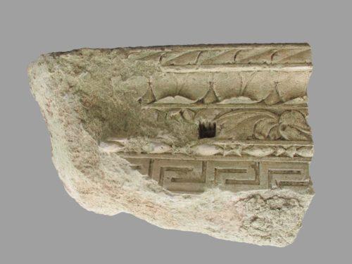 Fragment de corniche à décor végétal