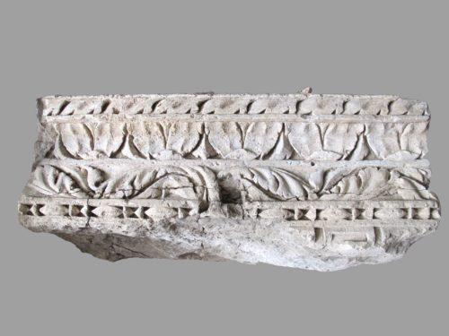 Fragment d'architrave ornée