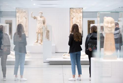 La Galerie du temps, une immersion en douceur dans 5000 ans d'histoire de l'art, gratuite pour tous © Louvre-Lens / F. Iovino