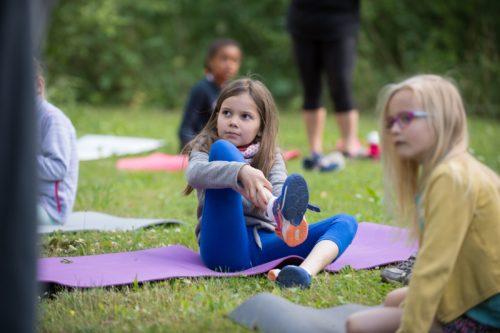 Yoga parents-enfants - Parc en fête 2020 - Louvre-Lens © F. Iovino