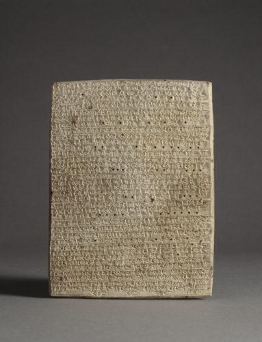 1- Tablette cuneiforme  RMN-Grand Palais musee du Louvre – Franck Raux-jpg