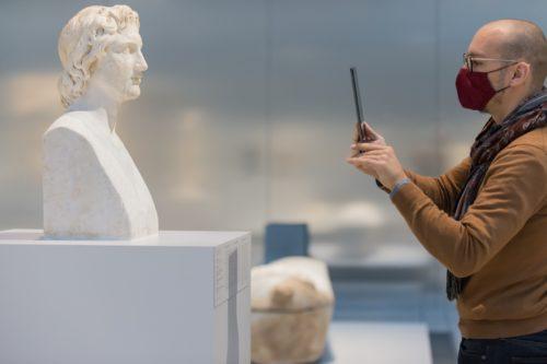 Visite à distance en direct, de la Galerie du temps  © Frédéric Iovino - Louvre-Lens