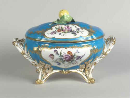 Service à fond bleu céleste de Louis XV