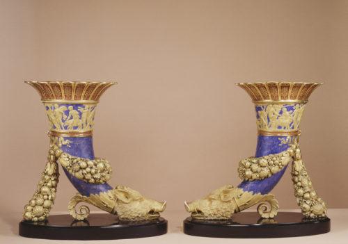 Paire de cornets antiques du service olympique - Manufacture de Sèvres
