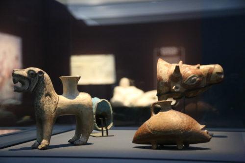 La naissance du protocole-Vases zoomorphes © Louvre-Lens / DR