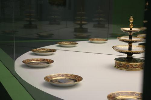 Tables aux miroirs-Diplomatie des services de Sèvres © Louvre-Lens / DR